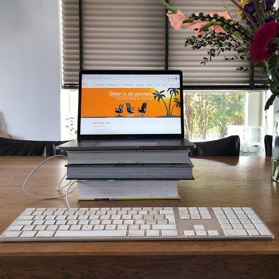 Thuiswerken? Zet je laptop op ooghoogte!